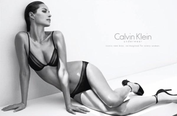 Modelo de lingerie aos 44 anos
