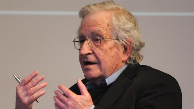Chomsky: Políticas de partidos de EEUU perjudican la democracia