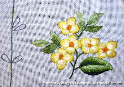 Yellow flower from Duftin rable runner. Design was adapted to include more thread painting.