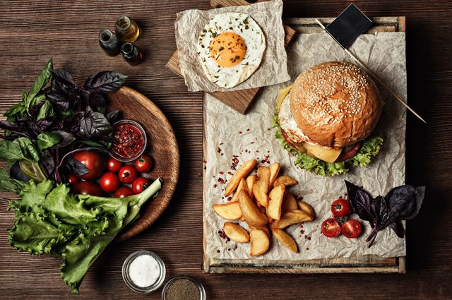 Похмельный бургер и цыганское рагу. Восстанавливаем силы