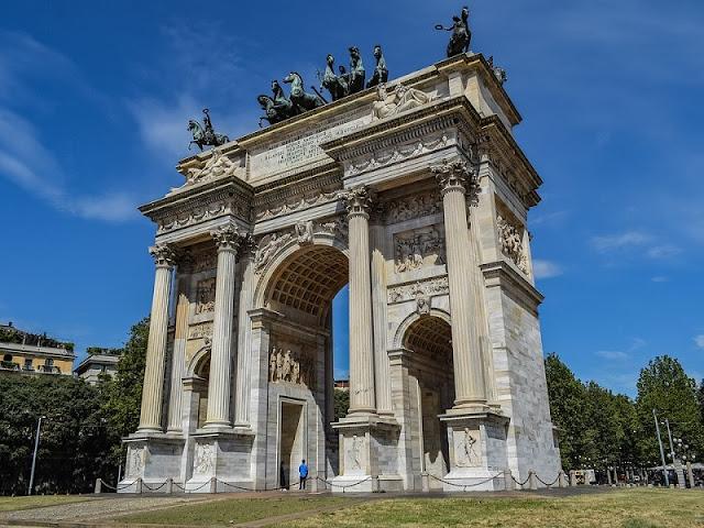 Detalhes da arquitetura do Arco della Pace