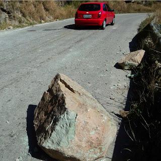 Tamanho da Rocha que Deslizou, Comparando a Um Carro que Circulava na Serra do Rio do Rastro