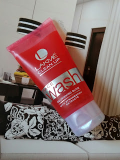 Lakme Clean Up Facewash Nourishing Glow with strawberry extracts Review