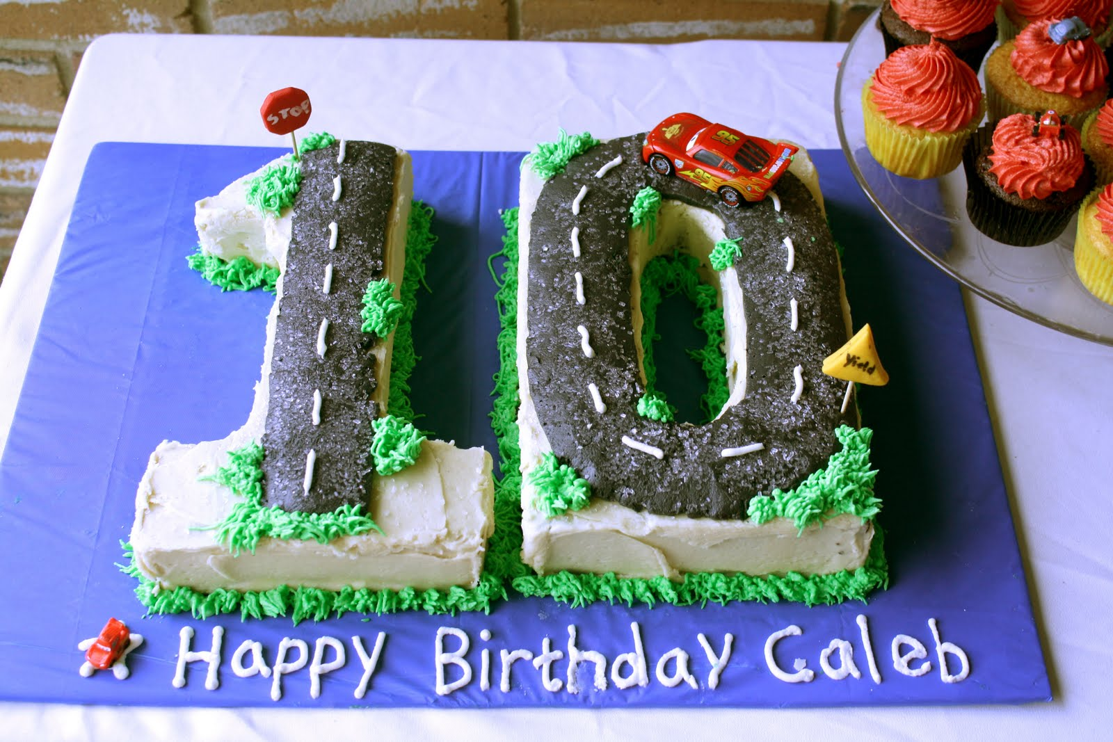 A 10 Cars Cake And Cars Cupcakes