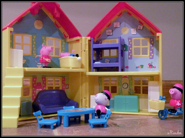 Peppa Pig Playhouse Setup