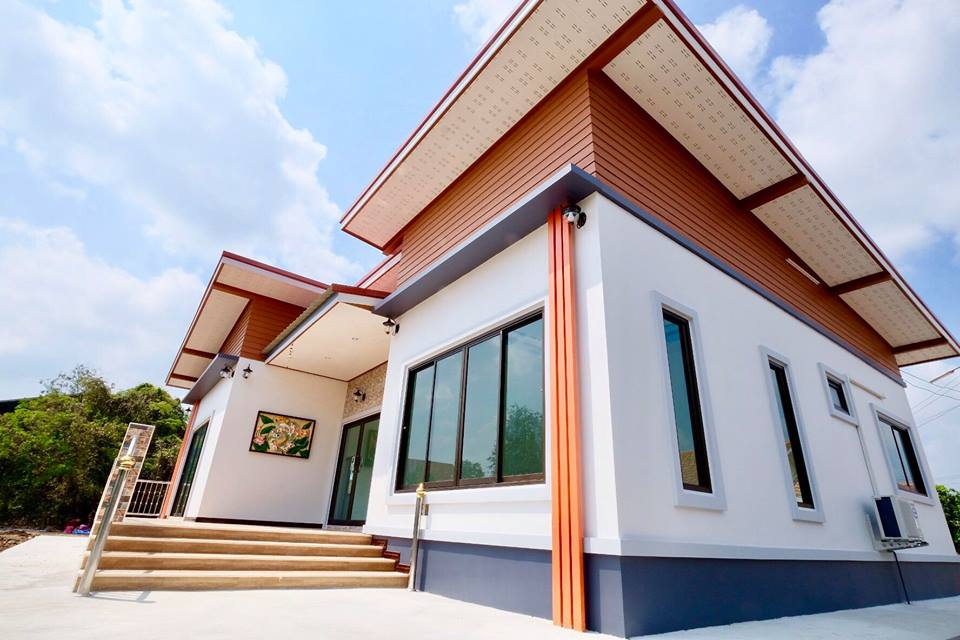 We love to have a house that is not only beautiful inside but also outside especially its facade. The facade help to give your home a special feature that makes it stand out from other houses in the neighborhood. For big houses, they said it is easy to design a stunning facade but in smaller homes, it is a challenge. But there' s a lot of innovative architects nowadays that can design a beautiful facade for you regardless of the size of your house.  Just for example the following three houses designed by SK Homes. Three houses with different designs but all are stunning! Not only the facade or the exterior of these houses are stunning but also it's fine interior! Check out for yourself!