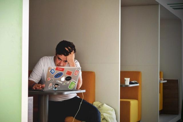 programmer belajar html dan css untuk membuat template blogger
