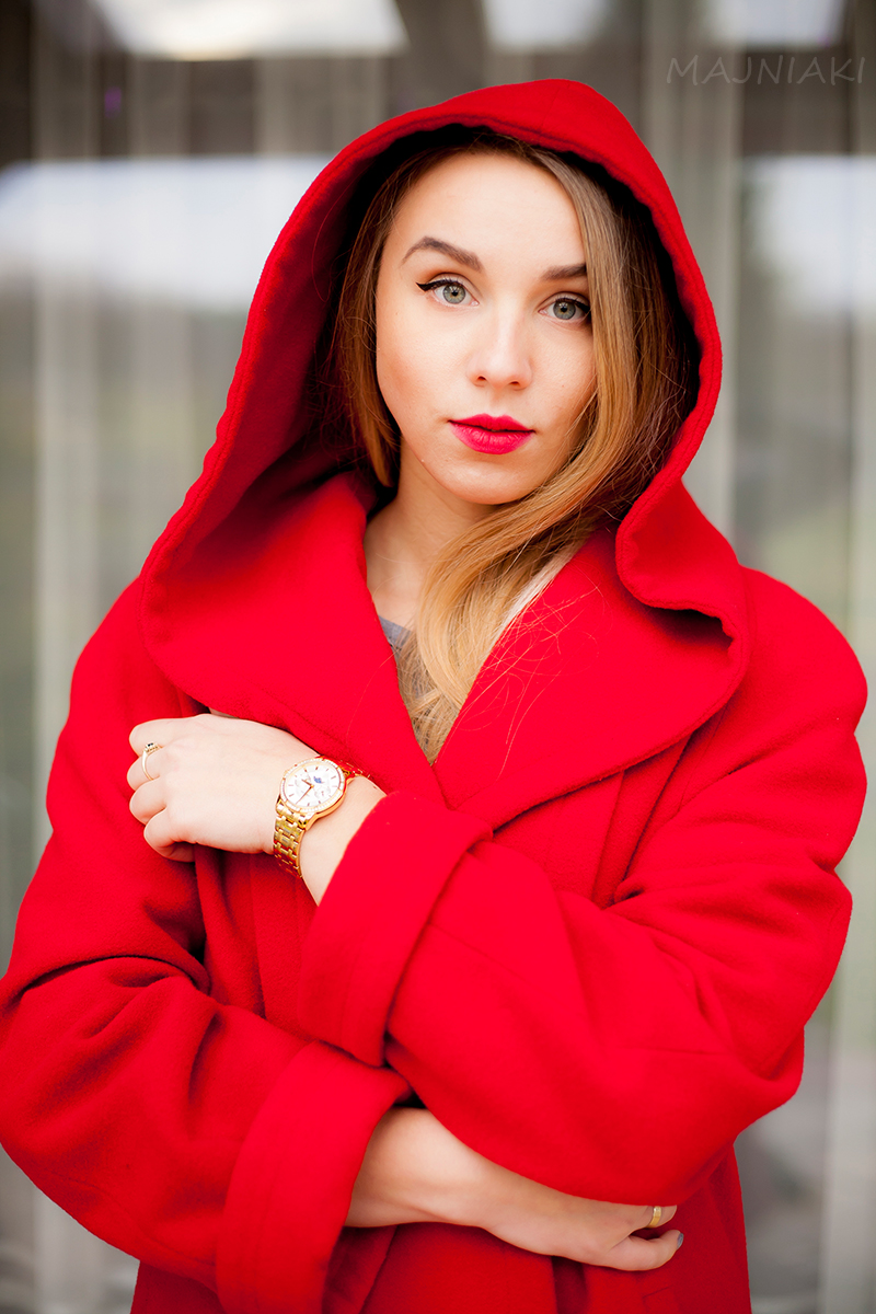 Red riding hood look