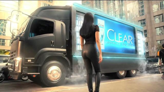 Model Iklan Shampo clear 2