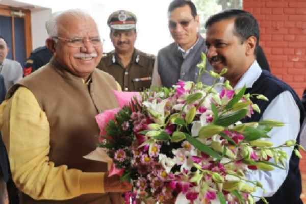 cm-kejriwal-meet-cm-manohar-lal-in-chandigarh-for-delhi-pollution