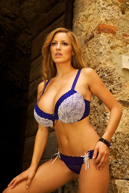 Jordan-Carver-Villaggio-hot-sexy-hd-photoshoot-image_2