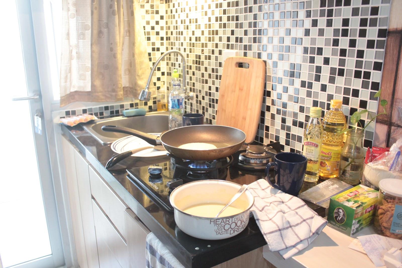 Di Apartement Ini Udah Disediain Bahan Makanan Yang Cukup Lengkap Yah Buat Bikin Breakfast Yakali Kalok Lunch Dan Dinner Mah Wajib Ain Keluar Demi
