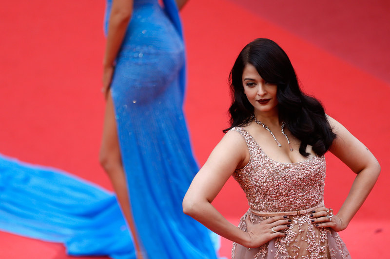 High Quality Bollywood Celebrity Pictures: Aishwarya Rai ...: http://hq-bollywood.blogspot.com/2016/06/aishwarya-rai-sexy-cleavage-show-at-bfg.html