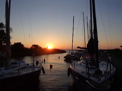 Mazury, żeglowanie po Mazurach, mazurskie porty, straż portowa, ptactwo wodne na Mazurach, łabędzie, karmienie łabędzi