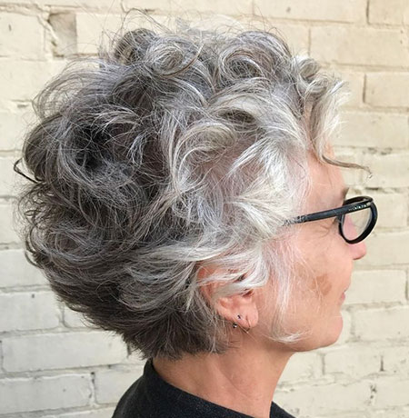 27 Short Curly Hairstyles For Women 2018 2019 Latesthairstylepedia Com