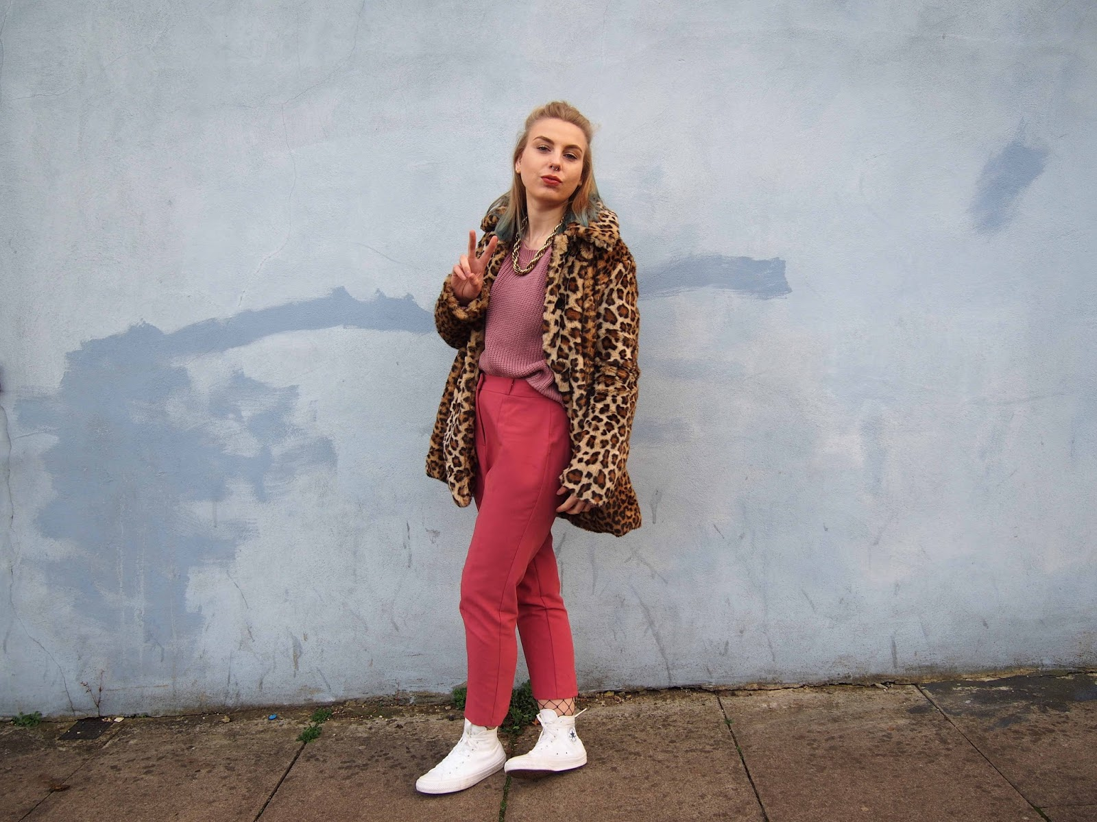 dusty pink outfit, leopard faux fur coat, autumn winter colourful ootd, pastel grunge, 90's grunge style, pink cigarette trousers, oversized pink jumper, all white converse, fishnets under torusers