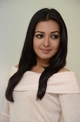Catherine tresa gorgeous in white-thumbnail-7