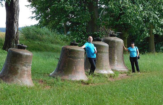 Przy dzwonach na Wzgórzu Kwarantanny.