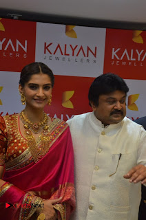 Actress Sonam Kapoor Launch Kalyan Jewellers Anna Nagar Showroom 0011.jpg