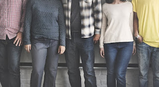 11 Cara Menjadi Orang Yang Menyenangkan dan Disukai Banyak Orang
