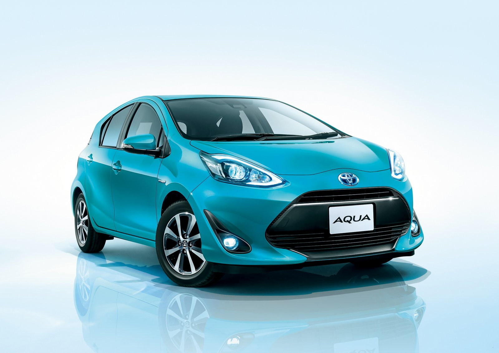 Toyota Aqua Aka The Prius C Gets A Facelift And A New ...