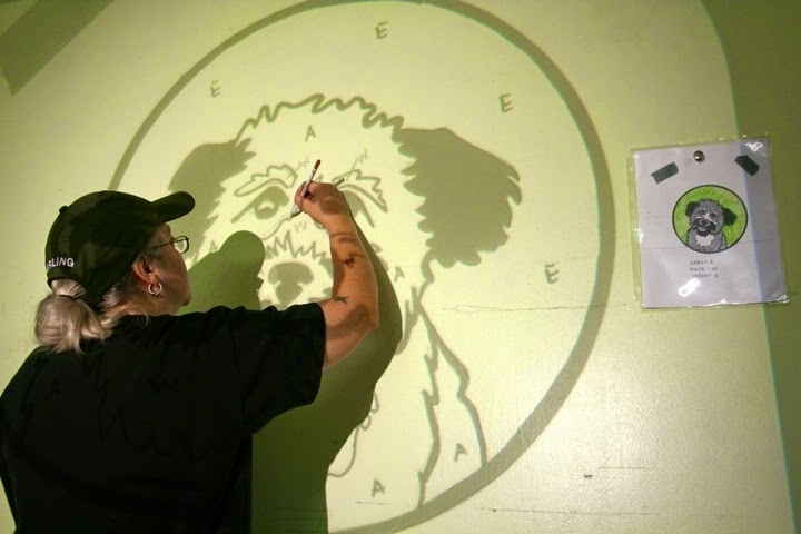 how to paint a wall mural with a projector
