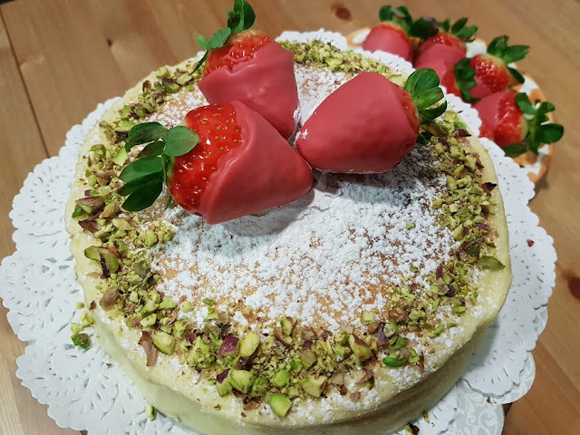 japanese-cheesecake, cheesecake-japones-con-fresas-y-pistachos