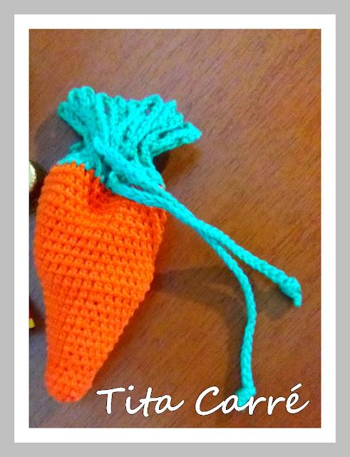 Bolsinha Cenoura em crochet com receita