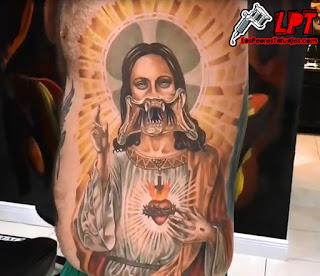 tatuaje de jesus alien