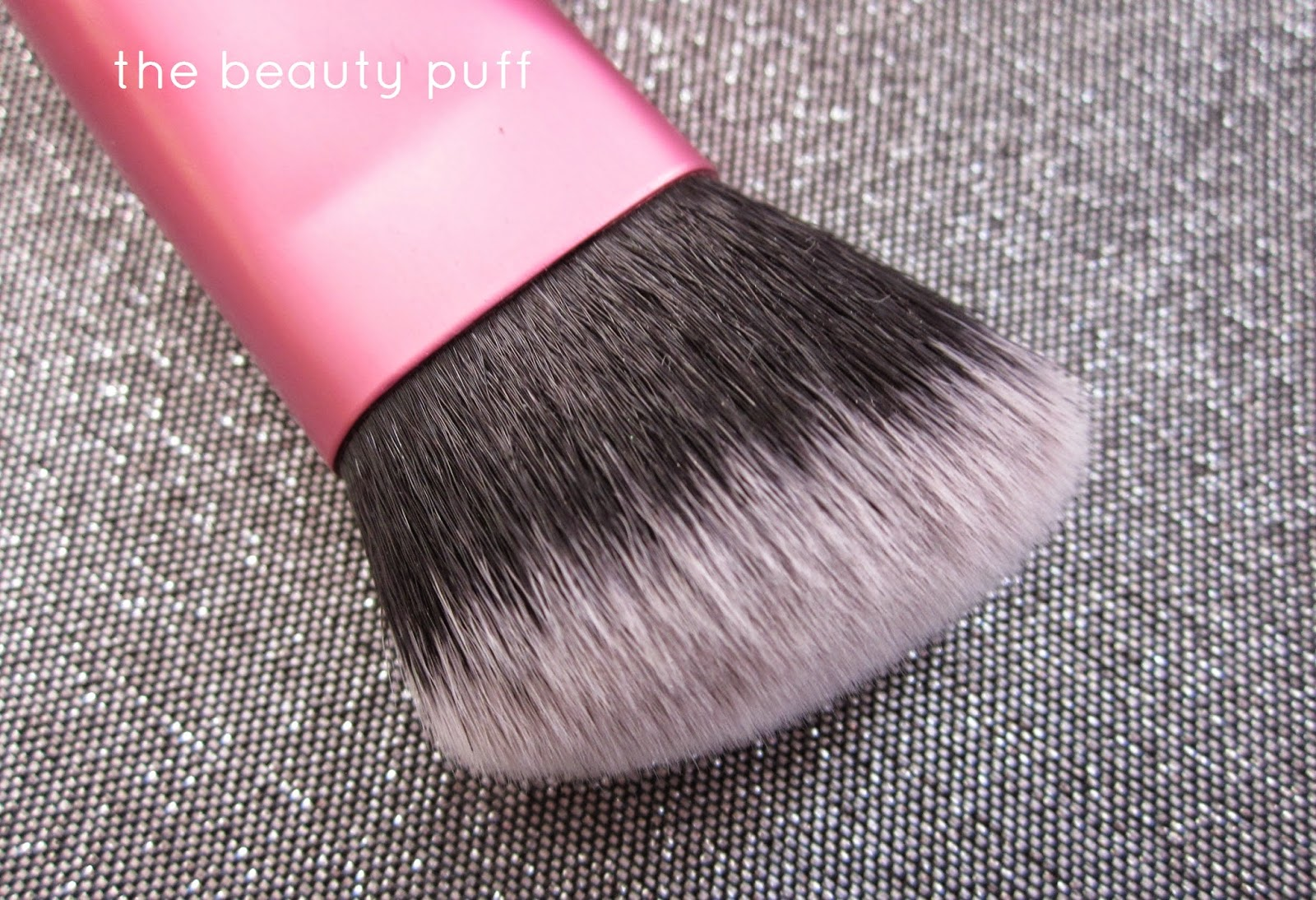 Real Techniques Sculpting Brush - The Beauty Puff