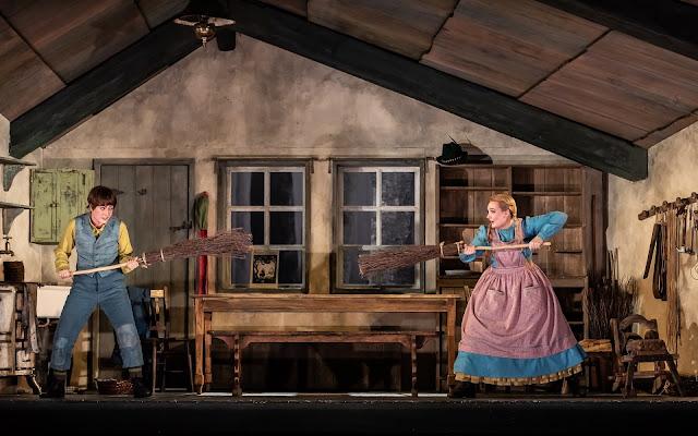 Humperdinck: Hänsel und Gretel - Hanna Hipp, Jennifer Davis, - Royal Opera House (Photo Clive Barda/Royal Opera )