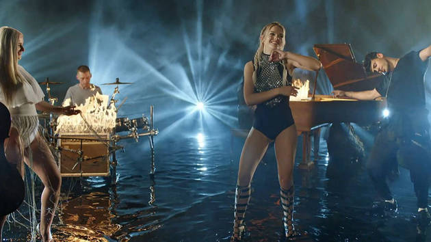 Explosivo: Louisa Johnson y Clean Bandit