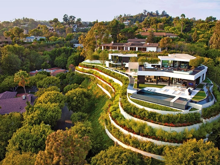 Perfect modern mansion in Beverly Hills on the hill