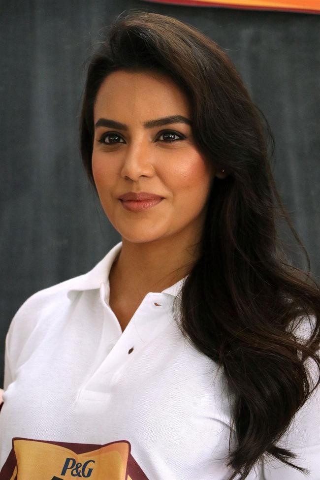 Beautiful Tamil Model Priya Anand Long Hair Smiling Face Close Up Photos