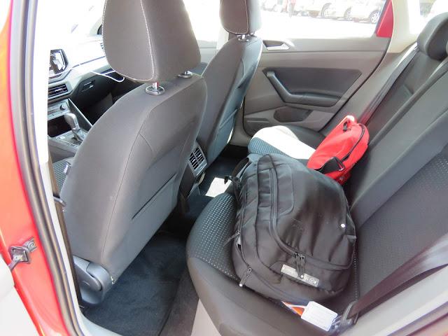 Volkswagen Polo 200 TSI Comfortline - espaço traseiro