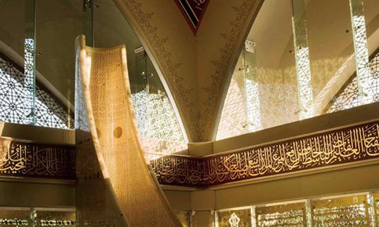 Desain interior masjid maksimalis