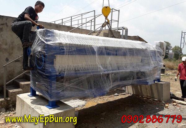 Máy ép bùn khung bản Việt Nam Vĩnh Phát xuống công trường để lắp đặt