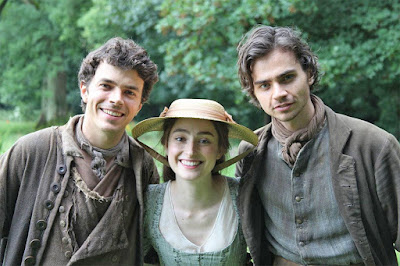 Harry Richardson, Ellise Chappell y Tom York en Poldark