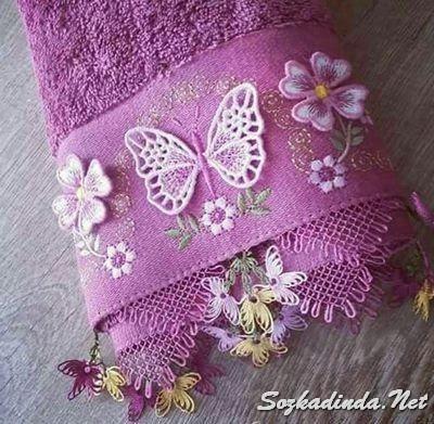 lila kelebekli iğne oyası modeli