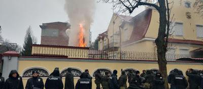 ΡΩΣΣΙΑ - ΟΥΚΡΑΝΙΑ : Εκτός ελέγχου η κατάσταση στην Ουκρανία: Πυρπόλησαν το Ρωσικό Προξενείο στο Χάρκοβο