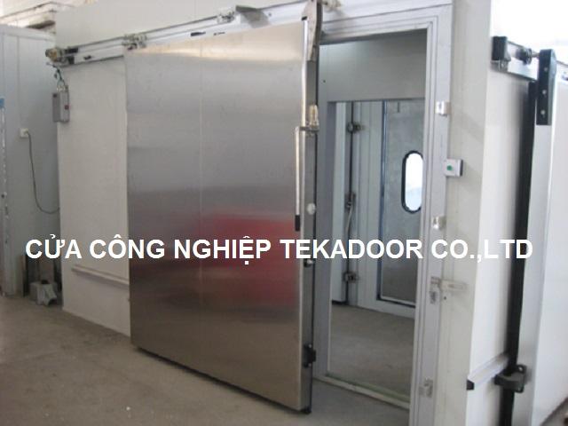Cửa kho lạnh mở lùa trượt sliding cold Freezer door