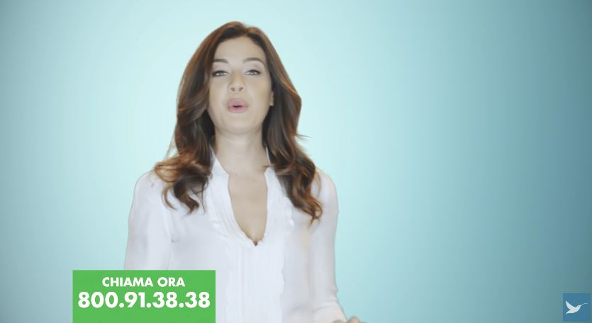 Pubblicità Optima modella con camicia bianca - Testimonial Spot ottobre 2016