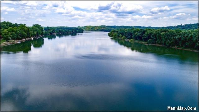 con sông quê gắn bó tuổi thơ tôi