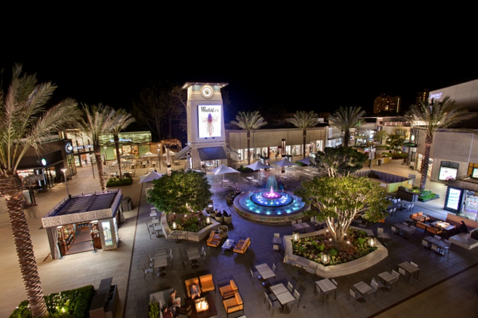 Shopping enthusiasts delight in San Diego's neighborhood shopping districts, major malls, antique stores and bargain-filled outlet centers.
