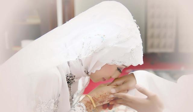 10 Sifat seorang ISTRI yang bisa Mendatangkan REZEKI bagi Suaminya. Kamu yang Mana?