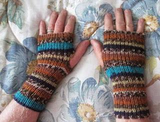 http://translate.googleusercontent.com/translate_c?depth=1&hl=es&rurl=translate.google.es&sl=en&tl=es&u=http://www.instructables.com/id/Knitted-Fingerless-Gloves/&usg=ALkJrhis58wMF9JmWOMtUvak5nptNm8PXA