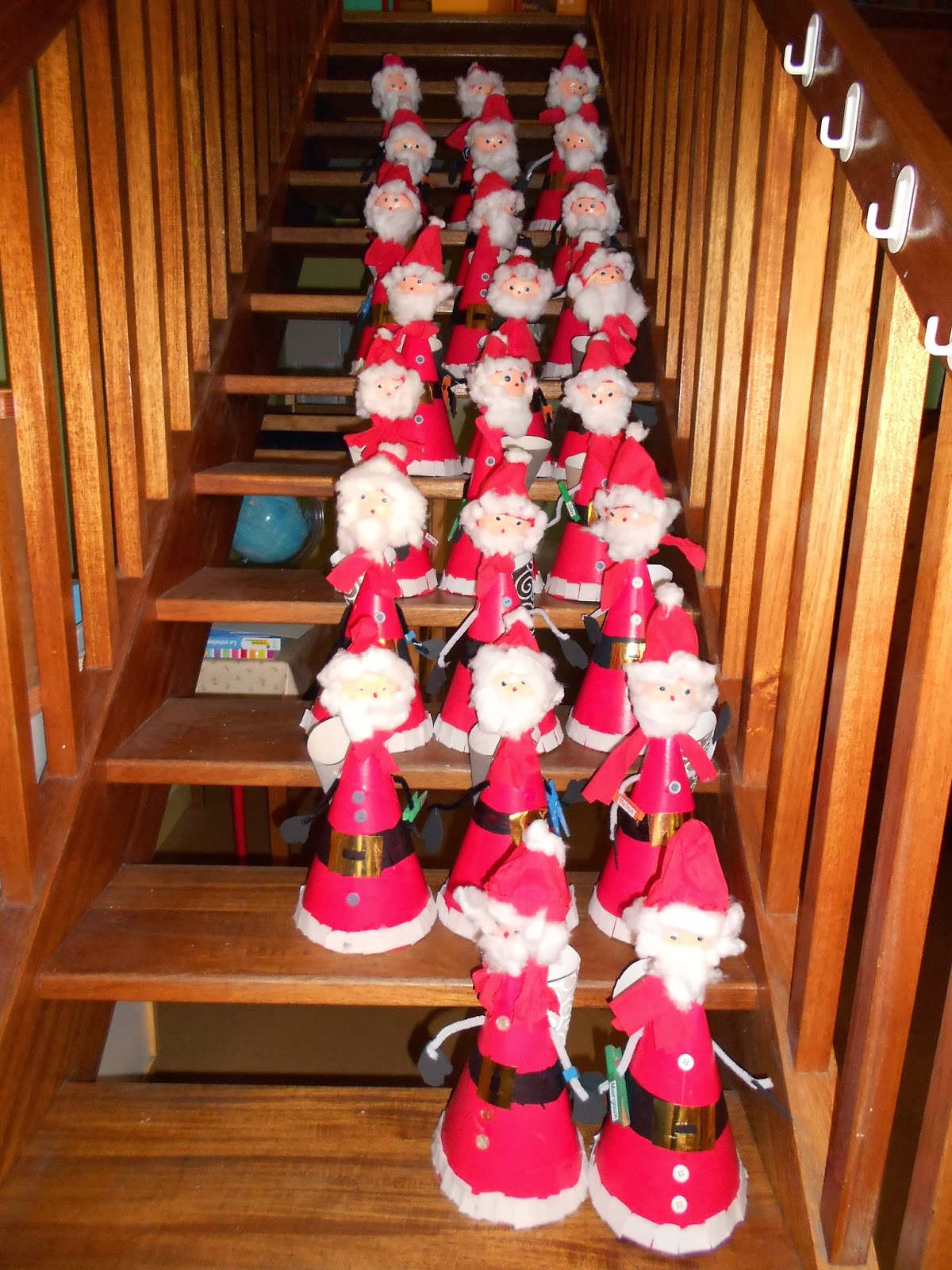 Decoration De Noel Avec Des Enfants De  Ans