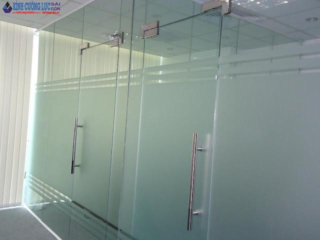 Cửa kính cường lực bản lề sàn giá rẻ tại Tphcm