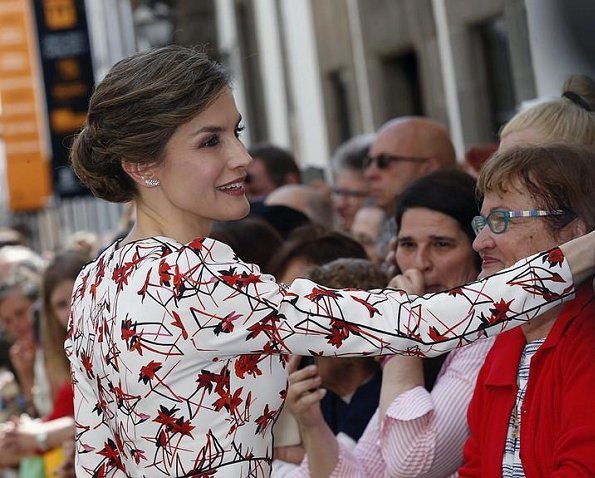 Queen Letizia wore CAROLINA HERRERA Floral Dress and LODI Pumps for visits Las Palmas on the Gran Canaria, Canary Islands