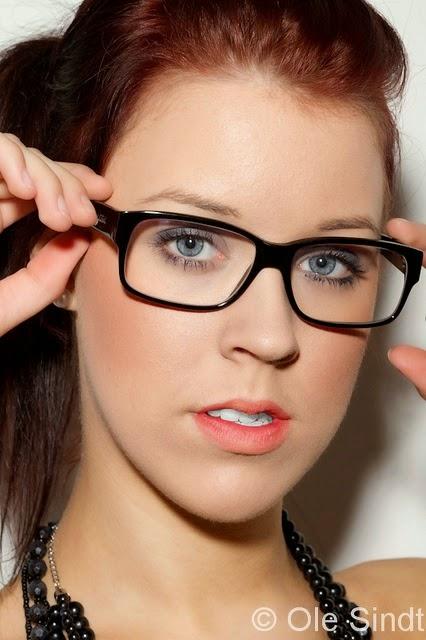 modepol schminken mit brille sch nes augen make up f r brillentr gerinnen. Black Bedroom Furniture Sets. Home Design Ideas